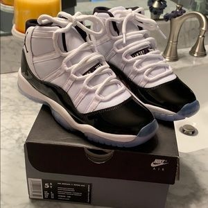 *NEW* AIR JORDAN 11 RETRO WHITE/BLACK CONCORD 5.5Y
